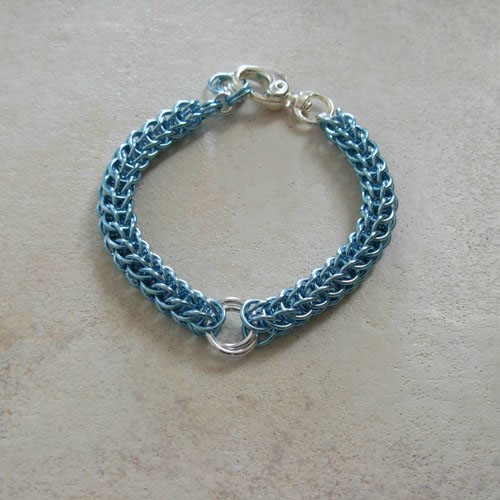 images/aqua blue pet necklace.jpg